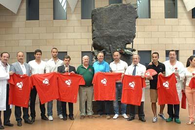 Joaquín Caparrós y directivos y jugadores del Córdoba Club de Fútbol han participado en la X Semana del Donante.