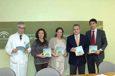 La autora del libro, en el centro, junto a responsables políticos y de investigación