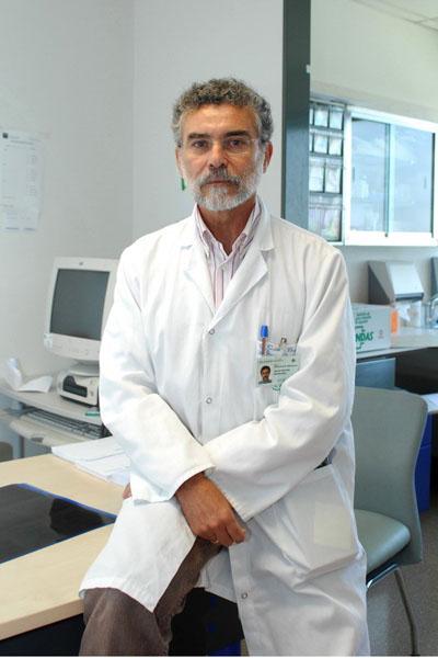 El doctor Cañadillas atiende la consulta de epilepsia