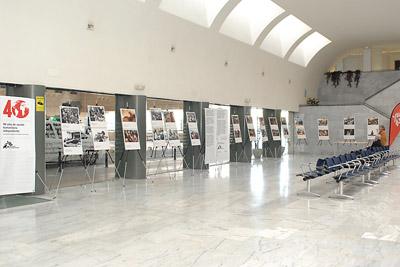 Exposición de Médicos Sin Fronteras en el hospital