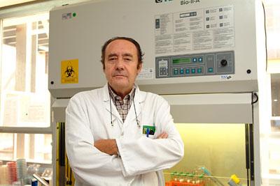 El jefe de servicio de Microbiología, Manuel Casal Román