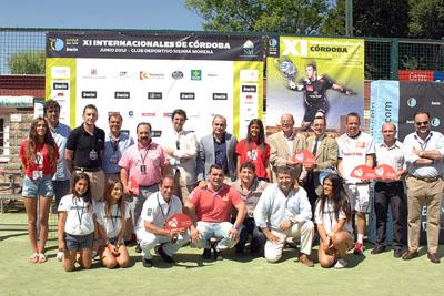 Responsables del hospital y del torneo, además de jugadores y otros participantes, promocionan la donación.