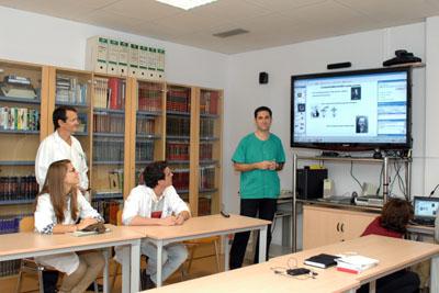 Profesionales del Hospital Reina Sofía durante la videoconferencia
