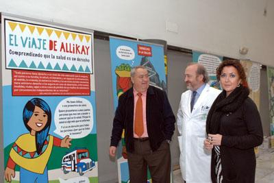 Antonio Rivera, José Manuel Aranda y María Isabel Baena durante la visita a la exposición