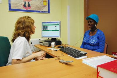 Paciente atendida con servicio de teletraducción