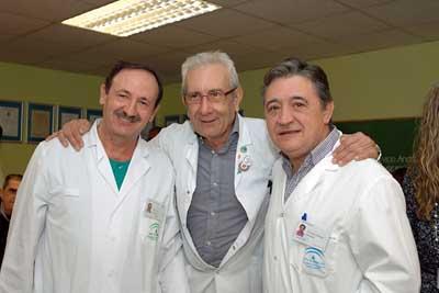 Los coordinadores enfermeros de trasplantes junto al doctor Aljama, en el centro