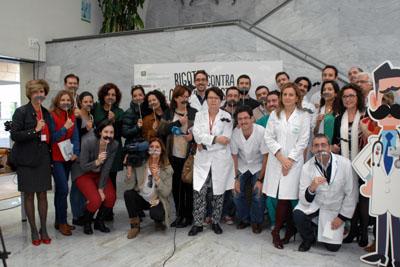 Responsables sanitarios, urólogos y periodistas se ponen los bigotes