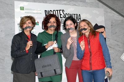 Comunicadoras apoyan la campaña Movember en el hospital