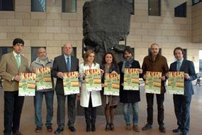 Representantes de las instituciones que participan en la carrera presentan el cartel