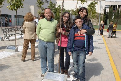 Laura Caballero, en el centro, ya ha recibido dos nuevos corazones, el primero con 8 días