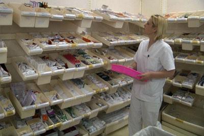 Alumna en prácticas en la farmacia del hospital