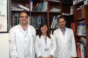 Los doctores Antonio Vélez, Mª Dolores López y Rafael Jiménez