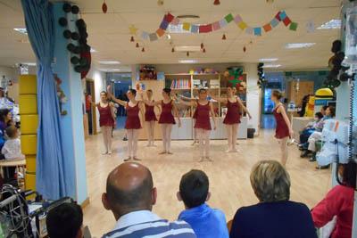 Actuación de alumnas de danza