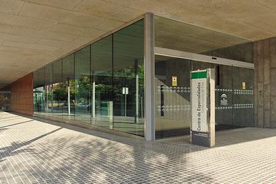 Imagen de exteriores del Centro de Especialidades Carlos Castilla del Pino