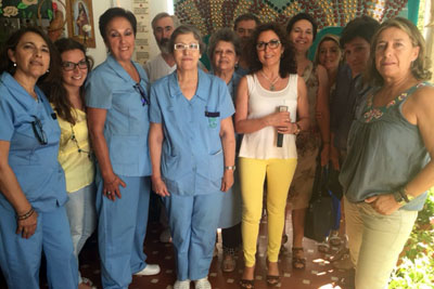 La delegada de Salud acompañada por responsables y profesionales de Salud Mental durante su visita a Los Morales