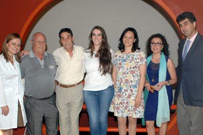 La cantaora de flamenco Argentina, junto a responsables políticos y sanitarios