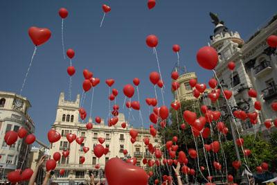 Suelta de globos en Las Tendillas por la donación de órganos