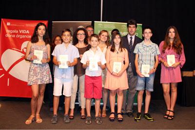 En primera fila, los alumnos premiados en el certamen poético