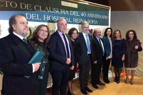 Aquilino Alonso, consejero de Salud y autoridades en el acto de clausura del 40 Aniversario