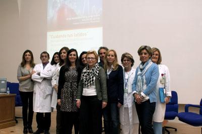 Organizadores y participantes en la jornada cardiológica de enfermería