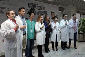 Responsables y sanitarios promocionan la prevención del cáncer de próstata con bigotes