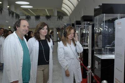 Cardiólogo e integrantes del Equipo de Dirección del hospital visitan el museo