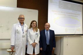 Miguel Valcárcel (derecha), acompañado por el nefrólogo Pedro Aljama y la gerente del hospital