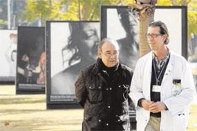 El doctor Muñoz con un paciente trasplantado de corazón