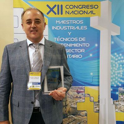 Rafael de Vera tras recibir su premio en el congreso nacional