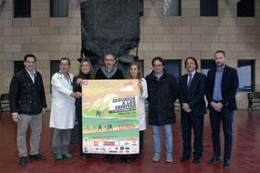 Autoridades sanitarias y organizadores de la tercera edición de la 'Subida a las ermitas por la donación de órganos'