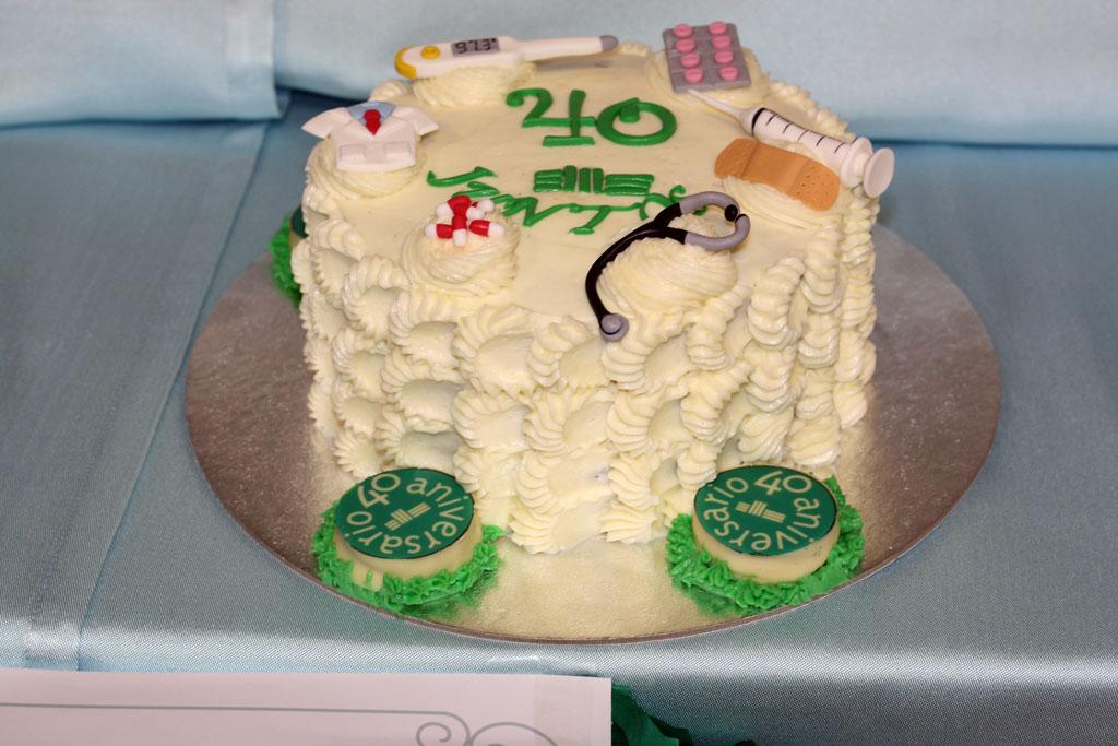 Una tarta que incorpora elementos sanitarios gana el concurso del 40 ...