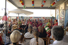 Actuación del coro de la Asociación de Mayores del Hospital.