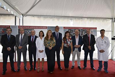 Autoridades que han participado en la colocación de la primera piedra de la central térmica del Hospital Reina Sofía