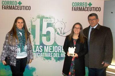 La doctora Virginia Torres Degayón, posa con el Dr. Torres despues de recoger el reconocimiento de Correo Farmacéutico