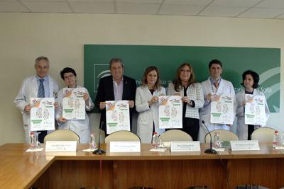 La delegada, en el centro, junto a responsables y sanitarios en el Día Mundial del Riñon