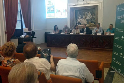 La gerente del Hospital, Valle García, clausura el ciclo de conferencias Días con Salud en la Fundación Miguel Castillejo