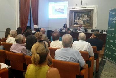 La doctora Moreno y el doctor Palomares durante la conferencia sobre diabetes.