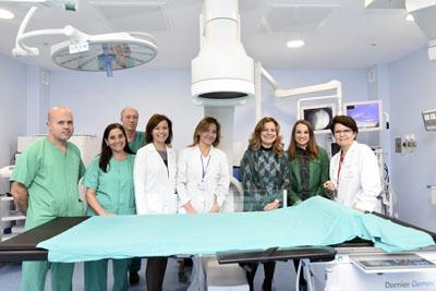 Autoridades y profesionales posan en las nuevas dependencias del hospital Provincial