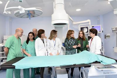 La consejera de salud visita el nuevo quirófano