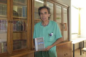 El enfermero Lorenzo Pérez presenta su informe de cuidado de heridas