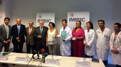 Autoridades y responsables sanitarios en la presentación de la memoria anual.