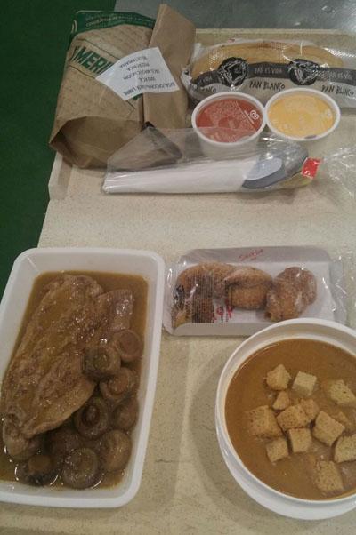 En la imagen, el menú elaborado por los profesionales del servicio de alimentación del Hospital Reina Sofía durante los días de Semana Santa para los pacientes ingresados