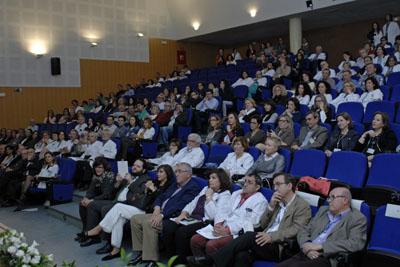 Compañeros del hospital durante el homanaje a Rafaela Belmonte