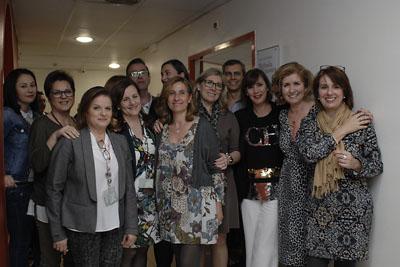 Rafaela Belmonte rodeada de compañeros del Edificio de Gobierno
