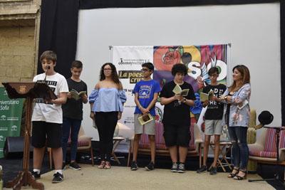 Alumnos de Alhakén II recitan versos