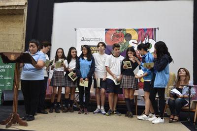Alumnos del centro María Inmaculada leen poemas de 'Tintas para la vida'