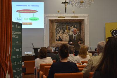 El director de la UGC de Nefrología del Hospital Reina Sofía, Pedro Aljama, durante la conferencia la Salud Renal.