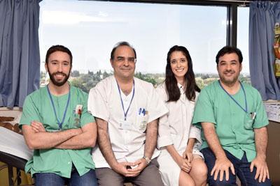 Antonio Vélez, director de la UGC de Dermatología y especialistas en dermatología del Hospital Reina Sofía