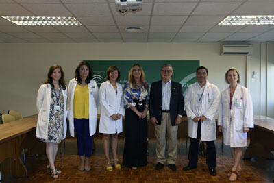 Delegada, responsables del hospital y del colegio de médicos