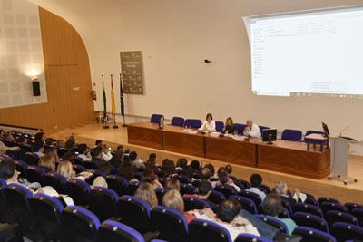 El Hospital Reina Sofía organiza el primer encuentro sobre antibioterapia domiciliaria